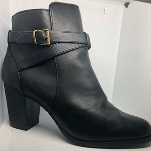 Black Kenneth Cole Reaction booties size 8 1/2